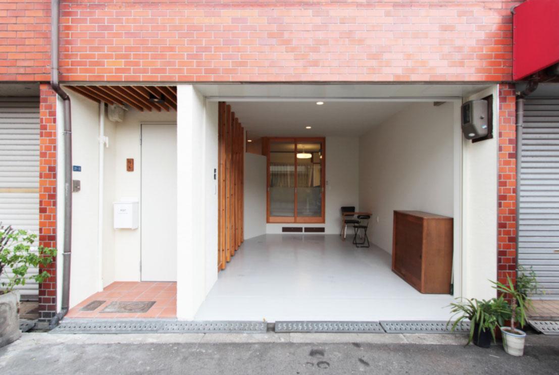 lattice house 「大胆な廊下とおばあちゃん」