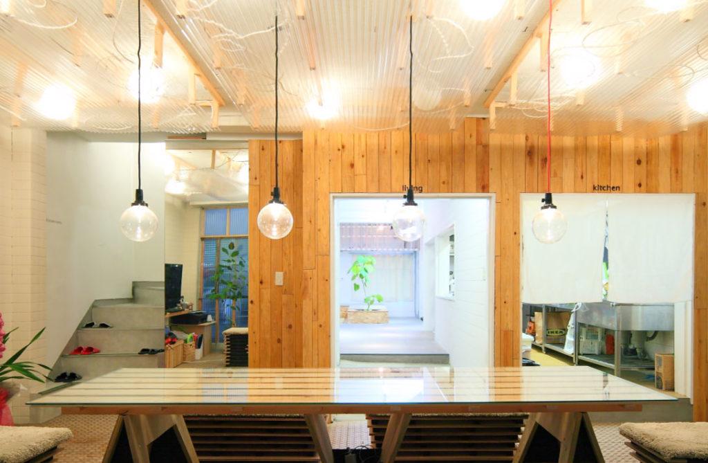Barrack modern 「透ける浴室と光る天井」