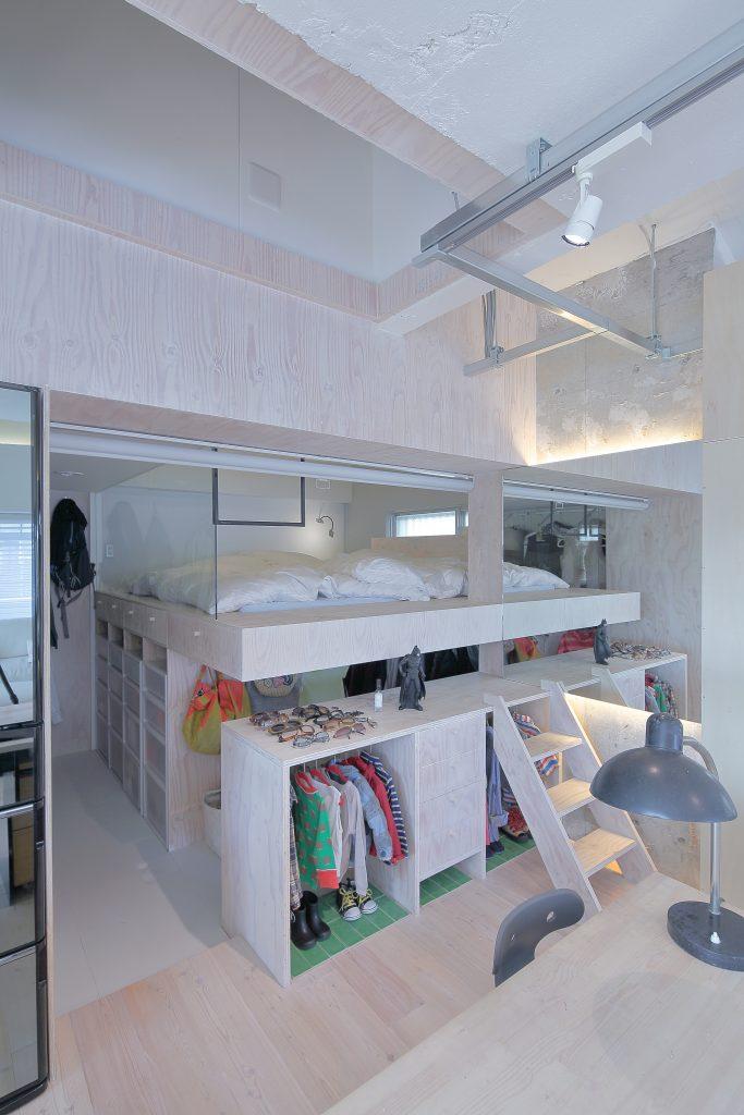 構造合板で制作された家具