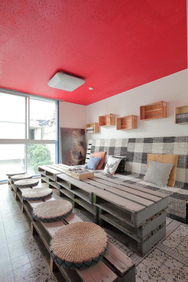 大阪府豊中市のゲストハウス  [ださカッコいい秘密基地をDIYで造る」 Music Uni Street