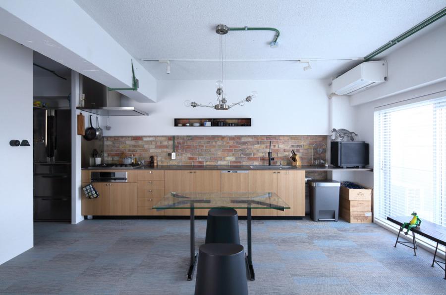 マンションリノベーションで造られたオークのキッチン
