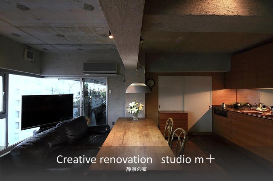 大阪のリノベーション事例  「左官工事で骨材入りプラスターをスタイロ挽き」 静寂の家