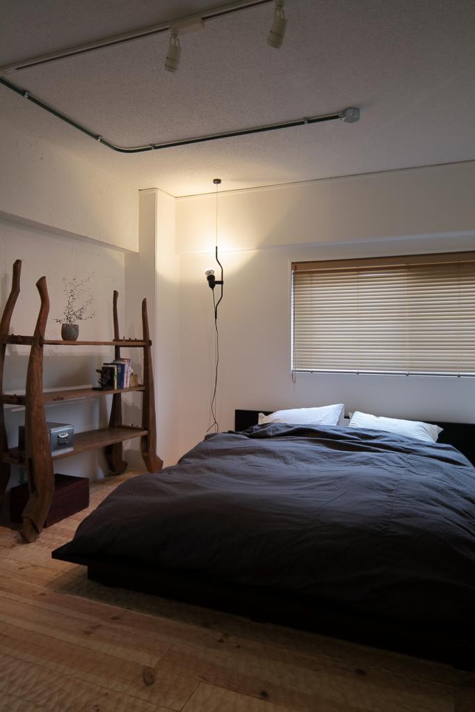 FLOSのある寝室