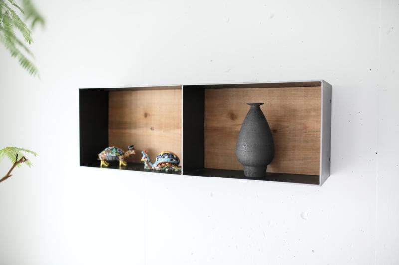 テレビ周りの飾り棚