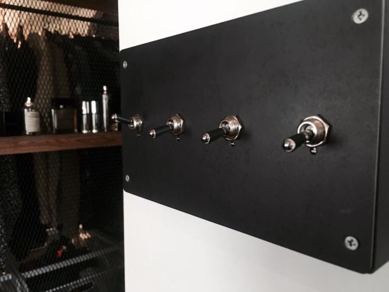 オリジナル黒皮とトグルのスイッチBOX