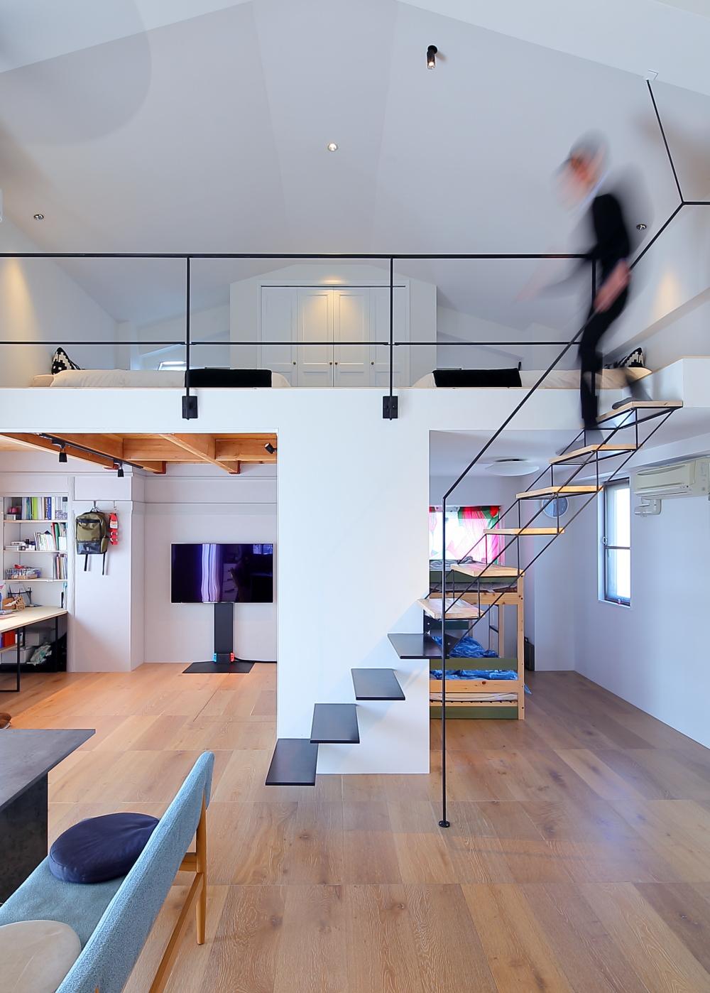 大阪メゾネットマンションのリノベーション「階段のデザイン」BlackLine Maisonette